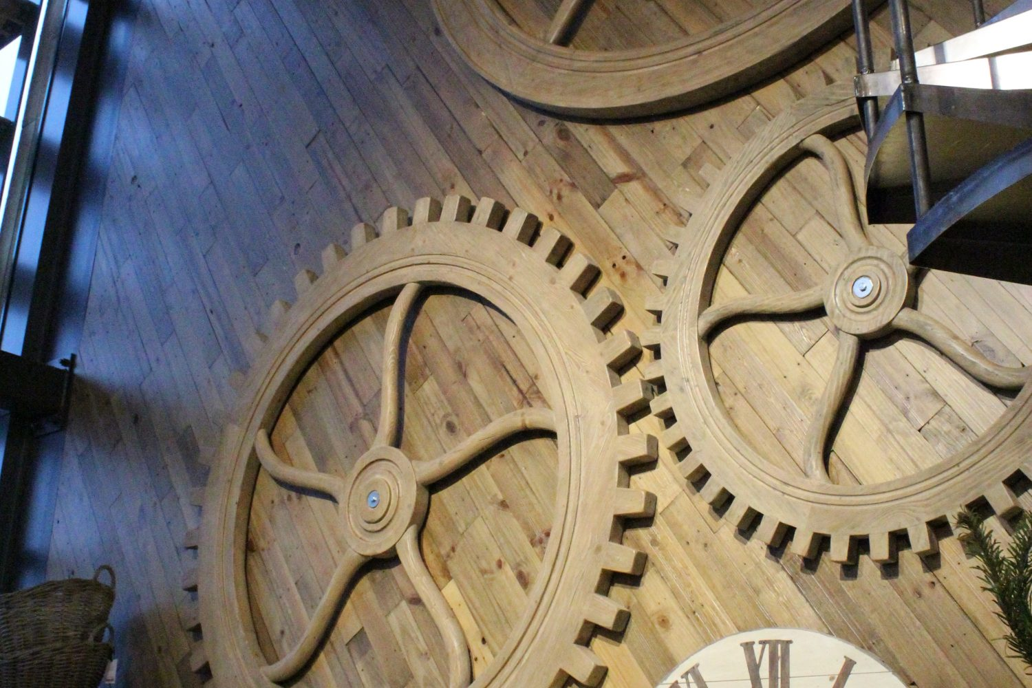 Pictures:Arnold Laver Timber