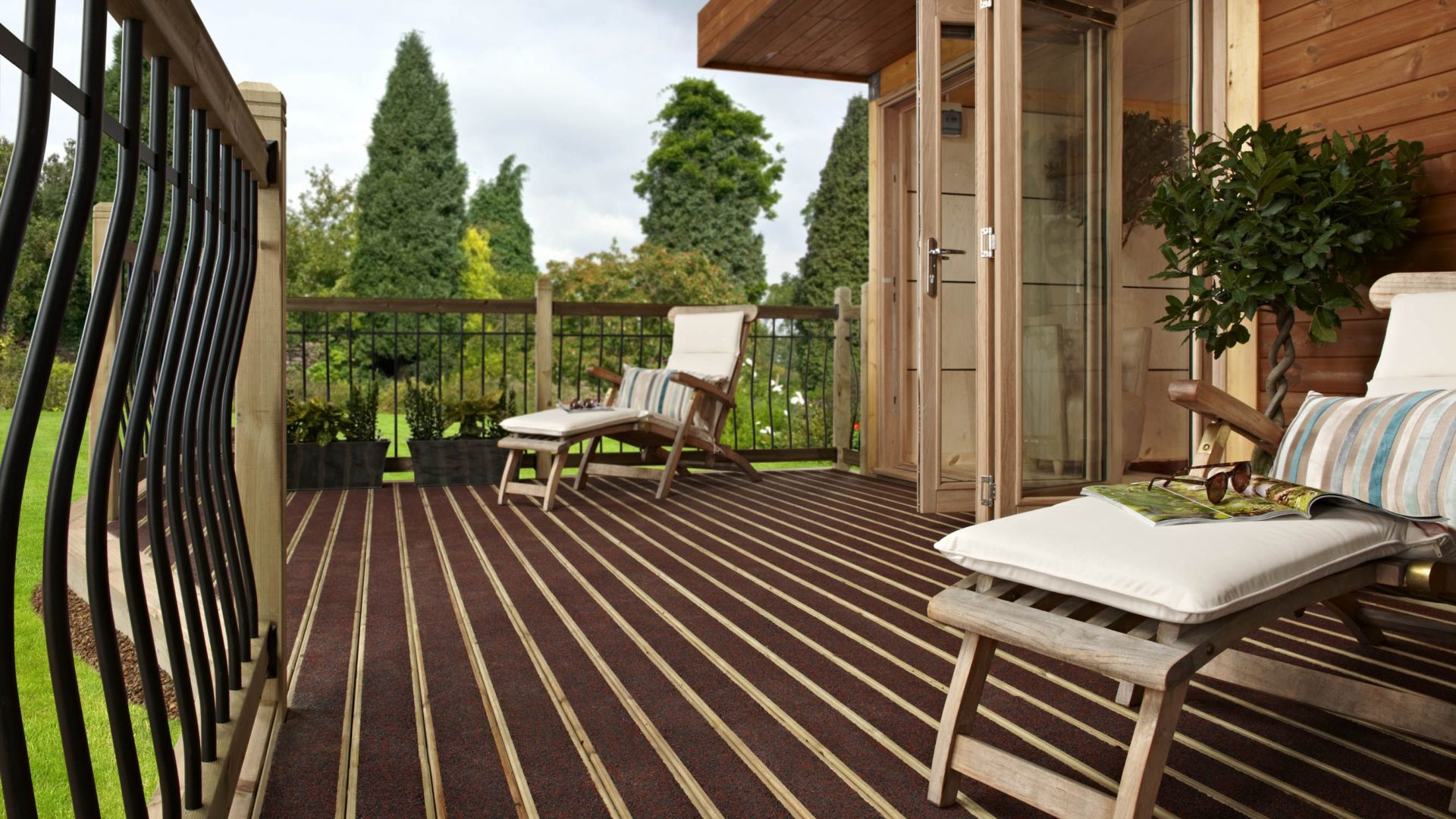 Metsa_Wood_Decking_walksure1